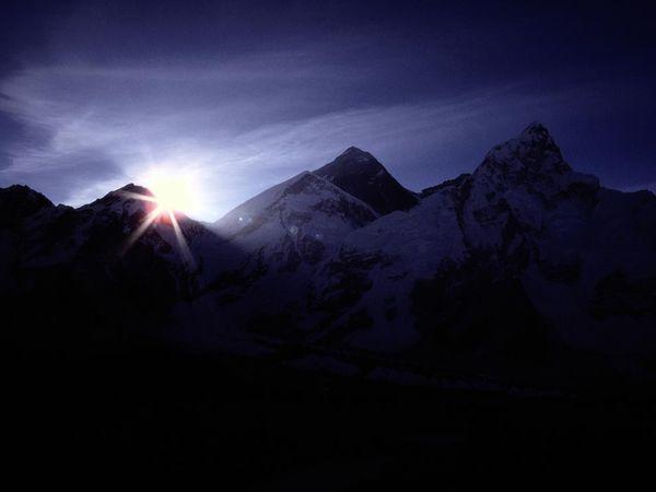 mount-everest-himalaya_1105_600x450